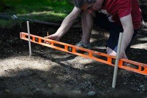 как выровнять участок под газон